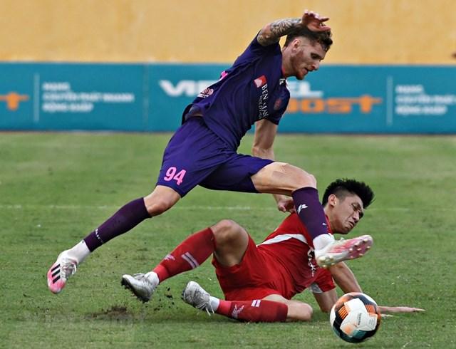 Sài Gòn FC vẫn đứng đầu bảng V-League nhưng lâm nguy khi để Viettel rút ngắn khoảng cách xuống chỉ còn 1 điểm. (Ảnh: Giang Huyền/Vietnam+).