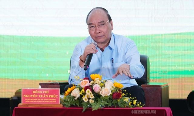 Thủ tướng Nguyễn Xuân Phúc đối thoại với nông dân tại Cần Thơ năm 2019. Ảnh: VGP.
