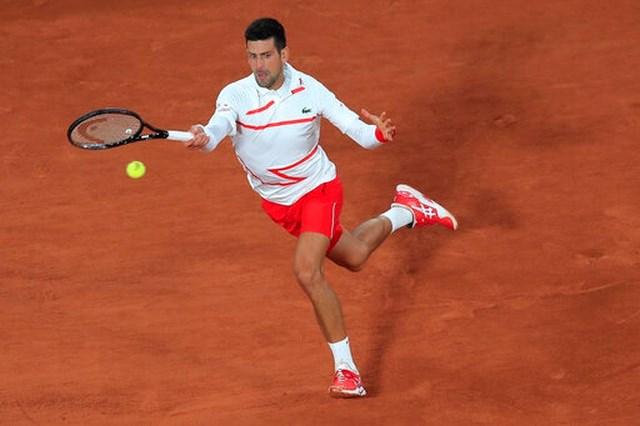 Djokovic thể hiện phong độ cao ngay ở vòng đầu tiên tại Roland Garros.