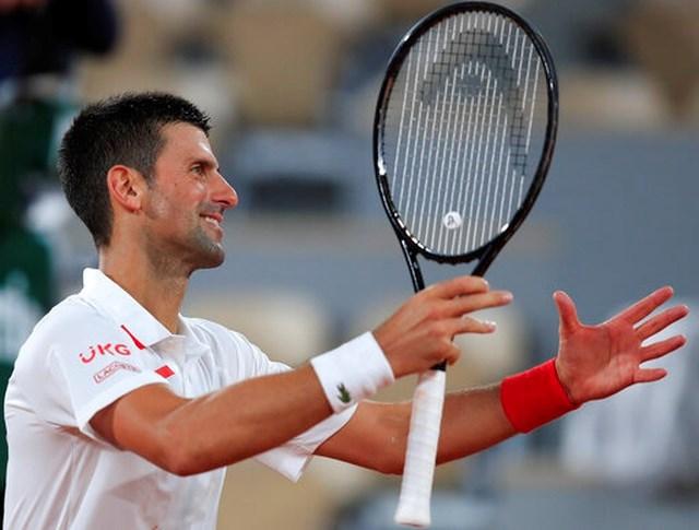 Djokovic ăn mừng sau khi trận đấu mở đầu kết thúc.