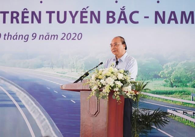 Thủ tướng Nguyễn Xuân Phúc phát biểu tại lễ khởi công. Ảnh: VGP.