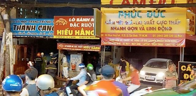 Ba cửa hàng liền kề bị ảnh hưởng từ vụ cháy.