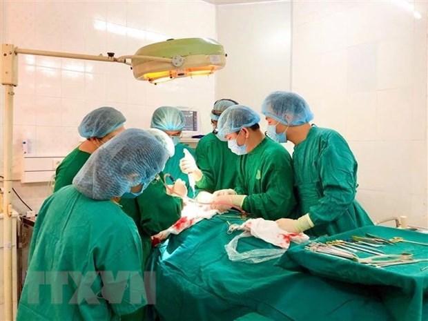 Phẫu thuật khối u nặng gần 3kg trong ổ bụng cụ bà 93 tuổi - Ảnh 1