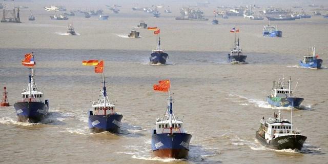 Malaysia bắt 6 tàu cá, 60 người Trung Quốc xâm phạm vùng biển - Ảnh 1