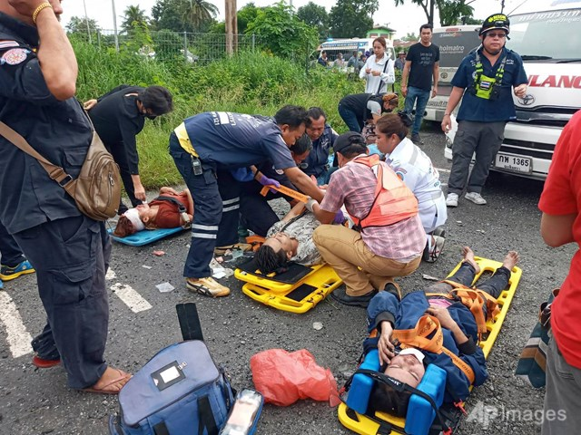 Cảnh sát vẫn đang điều tra nguyên nhân dẫn tới vụ tai nạn. Những vụ tai nạn chết người kiểu này khá phổ biến tại Thái Lan, với nguyên nhân chủ yếu do lái xe quá tốc độ, say rượu và ý thức tuân thủ pháp luật kém.