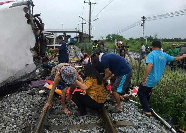 Theo báo cáo do Tổ chức Y Tế Thế giới (WHO) công bố năm 2018, Thái Lan là nước có tỷ lệ tử vong vì tai nạn giao thông cao thứ hai thế giới. Dù phần lớn nạn nhân là người điều khiển xe máy, những vụ tai nạn xe buýt liên quan đến các nhóm du khách hay lao động nhập cư thường gây xôn xao dư luận.