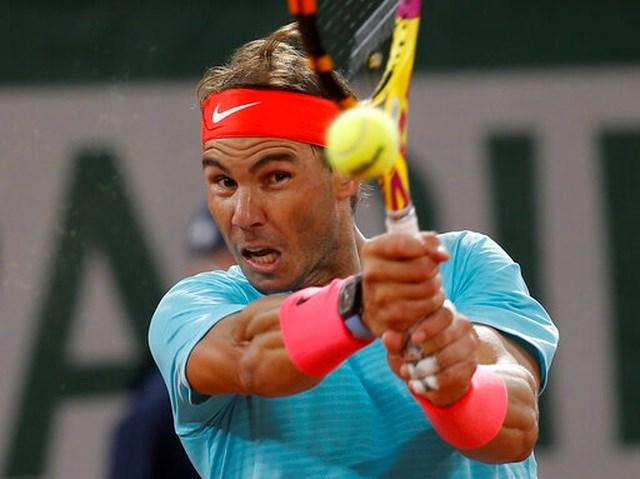 Nadal thể hiện xuất sắc với những pha bóng phòng thủ ở cuối sân.