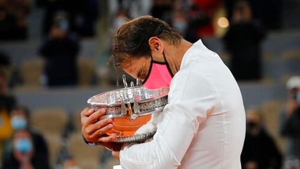 Djokovic cũng không thể làm chậm bước tiến tới ngôi vô địch của Nadal.