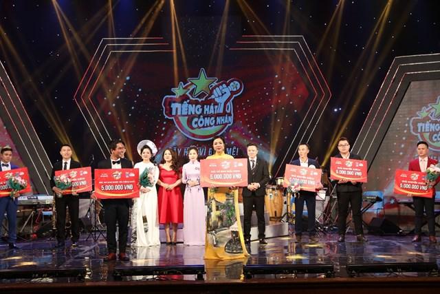 Đặng Duy Ngọc và Nguyễn Thị Hải Yến lần lượt đạt giải thí sinh được yêu thích và giải thí sinh triển vọng.
