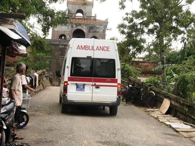 Xe chở thi thể nạn nhân vào Bệnh viện Quân y 268. Ảnh: Dân trí.