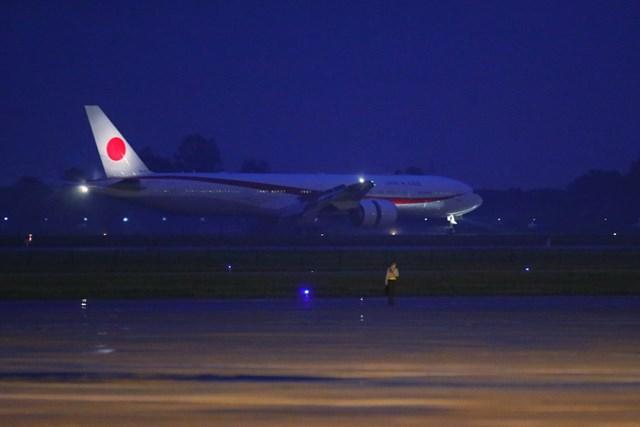 [ẢNH] Đón Thủ tướng Nhật Bản và Phu nhân tại sân bay quốc tế Nội Bài - Ảnh 2