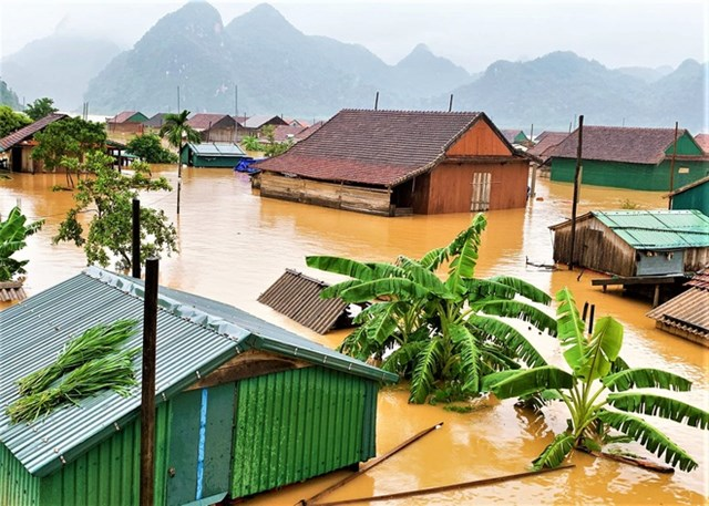 Miền Trung chìm trong mưa lũ.
