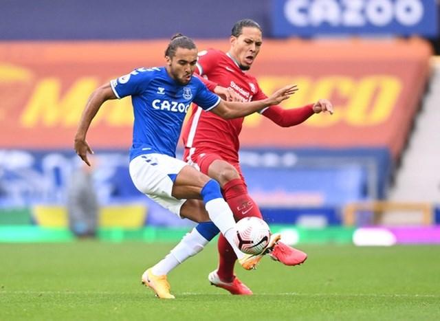 Liverpool mất Van Dijk hết mùa giải: Bay luôn cả ngai vàng? - Ảnh 1