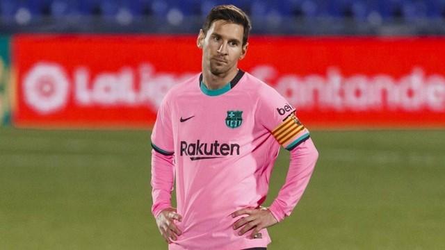 Messi không hài lòng với động thái ép giảm lương từ Ban lãnh đạo CLB.