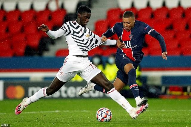 Axel Tuanzebe bất ngờ chơi tốt, khi vô hiệu hóa Neymar và Mbappe.