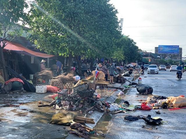 Cảnh tượng chợ Hà Tĩnh sau khi lũ rút