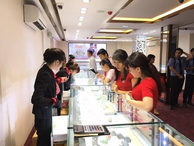 Giá vàng bán ra trong nước tăng 250.000 đồng mỗi lượng