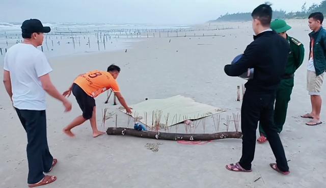 Phát hiện thi thể mất đầu trôi dạt vào bờ biển