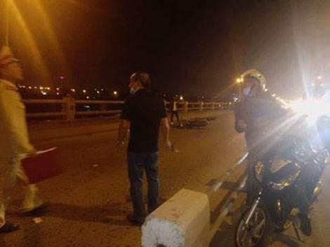 Đi bộ qua cầu Thanh Trì, người phụ nữ bị xe máy đâm tử vong