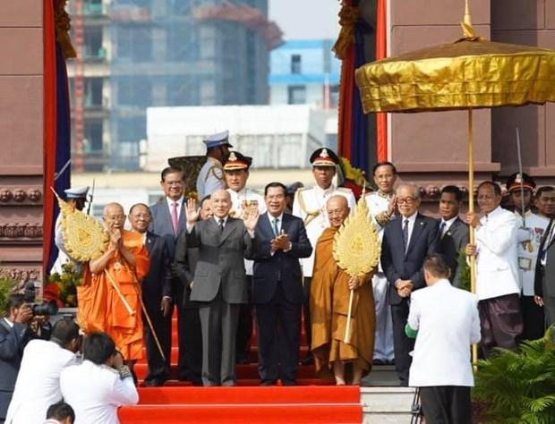 Thủ đô Campuchia và các tuyến biên giới yên bình trong ngày Quốc khánh - 1