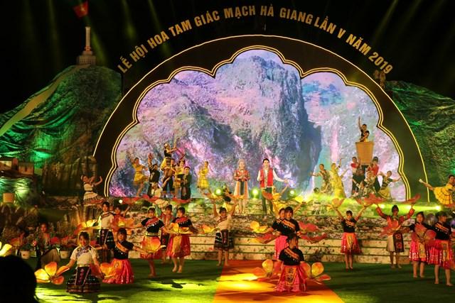 'Sắc hồng cao nguyên đá'- Tôn vinh giá trị văn hóa Hà Giang - 1
