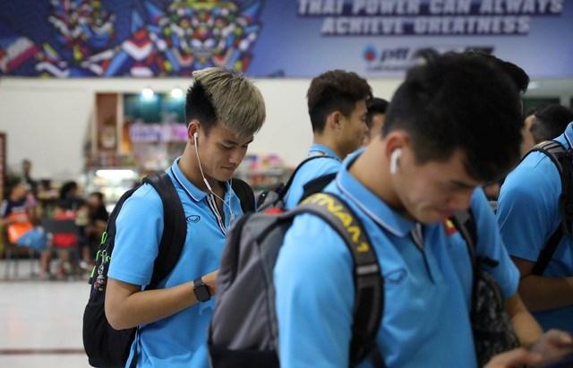U23 Việt Nam chạm trán U23 Triều Tiên ở sân bay về Bangkok - 10