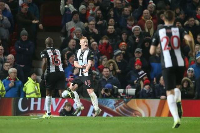 Man Utd 4-1 Newcastle: Hàng công thăng hoa, 'Quỷ đỏ' giành trọn điểm - 2