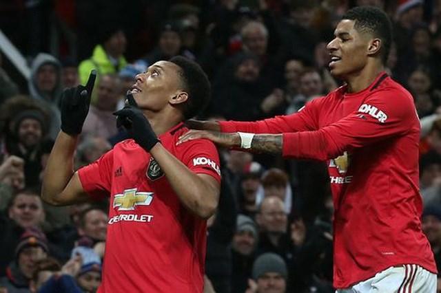 Man Utd 4-1 Newcastle: Hàng công thăng hoa, 'Quỷ đỏ' giành trọn điểm - 1