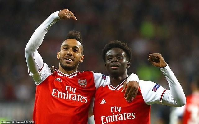 Loạt mở màn Europa League: Arsenal thắng đậm Frankfurt, MU chật vật vượt qua 'tí hon' - 1