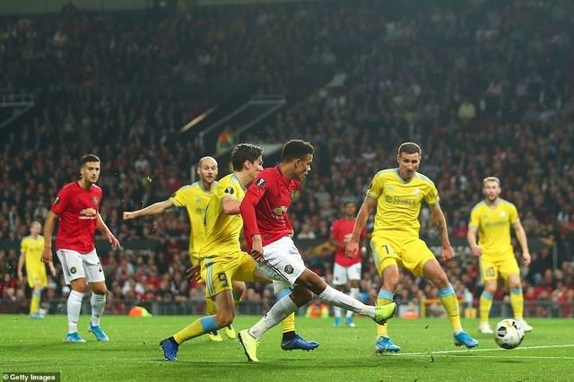 Loạt mở màn Europa League: Arsenal thắng đậm Frankfurt, MU chật vật vượt qua 'tí hon' - 2