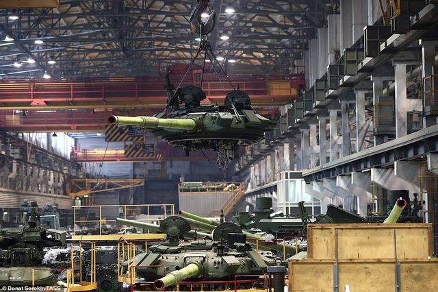 [ẢNH] Bên trong nhà máy sản xuất siêu tăng huyền thoại của Nga - 1