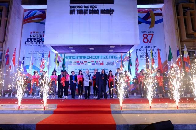 Họa sĩ Trịnh Tuân: Hanoi Art Connecting đã có vị thế chắc chắn - 1