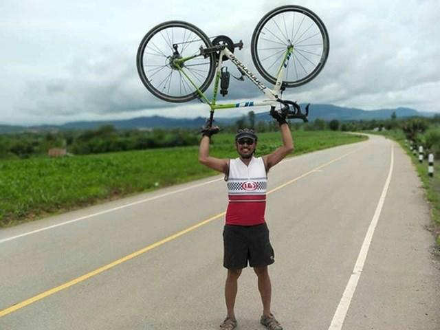 CĐV Thái Lan đạp xe 1400 km tới Việt Nam để tiếp lửa cho đội nhà - 1