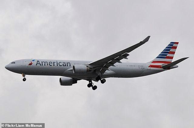 Máy bay Mỹ chở gần 300 người hạ cánh khẩn cấp vì chai dung dịch vệ sinh