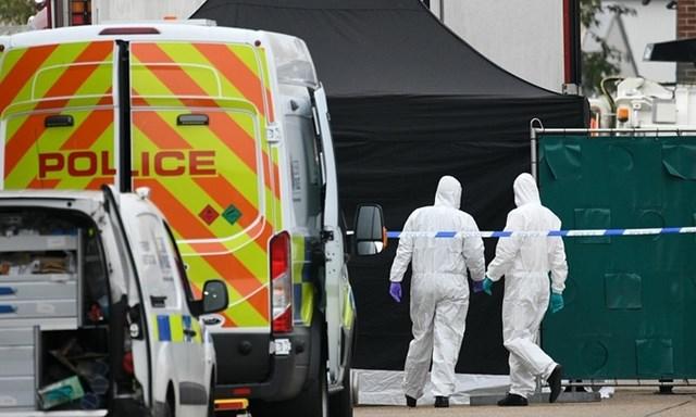 Xác định danh tính 39 người tử vong ở Anh: Vẫn chờ kết quả ADN