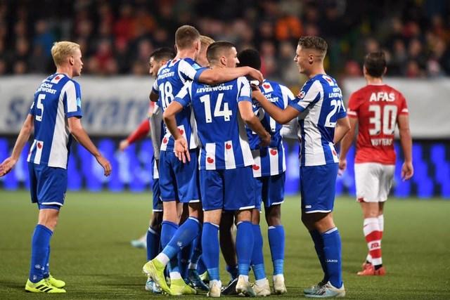 HLV Heerenveen giải thích lý do chưa sử dụng Văn Hậu - 1