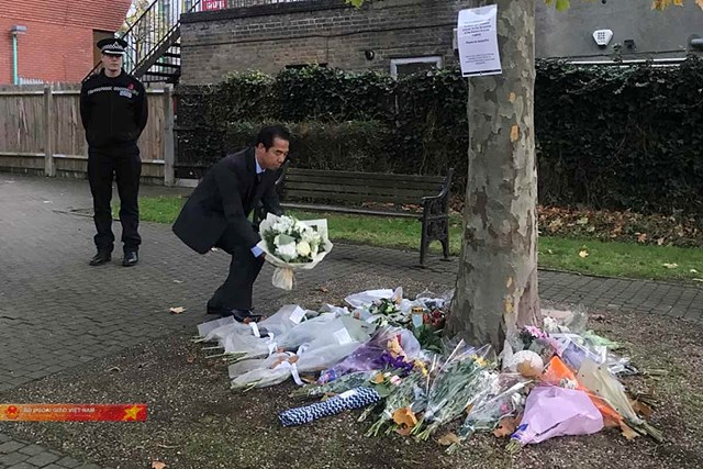 Thứ trưởng Ngoại giao Tô Anh Dũng đặt hoa tưởng niệm 39 nạn nhân tử vong tại hạt Essex - 1