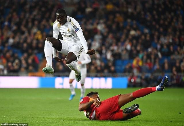 Đại thắng Galatasaray 6-0, Real Madrid cầm chắc tấm vé đi tiếp - 11