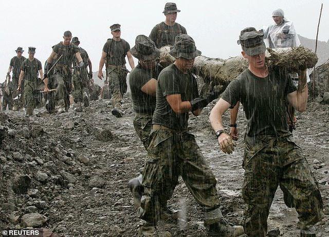 Thủy quân lục chiến Mỹ tranh cãi vì chuyện dùng ô - 1