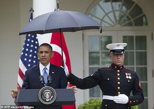Thủy quân lục chiến Mỹ tranh cãi vì chuyện dùng ô