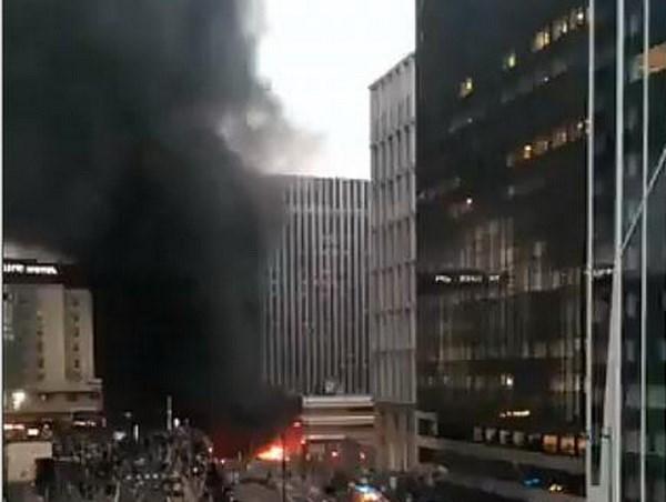 Pháp sơ tán người dân khỏi nhà ga trung tâm Paris do hỏa hoạn