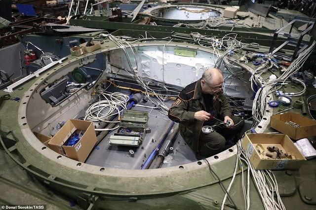 [ẢNH] Bên trong nhà máy sản xuất siêu tăng huyền thoại của Nga - 6