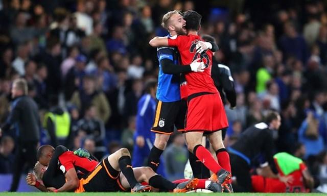 Chelsea gây thất vọng, Tottenham giành vé dự Champions League - 1