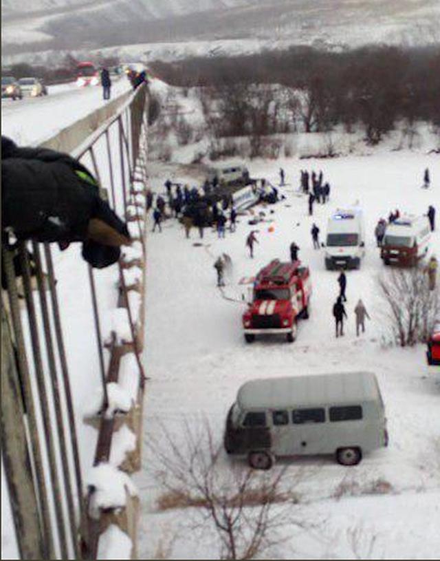 Xe buýt lao xuống sông ở Nga, 19 người chết - 2