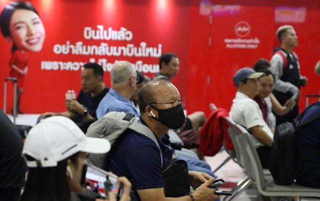 U23 Việt Nam chạm trán U23 Triều Tiên ở sân bay về Bangkok - 1