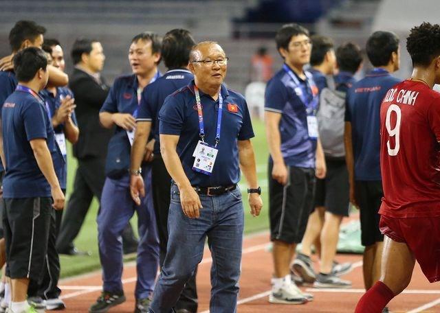 Cầu thủ U22 Việt Nam tri ân cổ động viên, thầy Park ra lệnh đặc biệt - 6