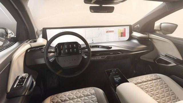 Không còn chạy đua mã lực, các hãng so kè kích cỡ màn hình trên xe - 2