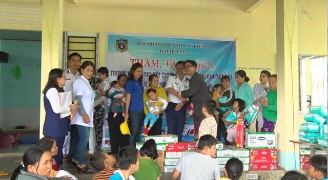 Quảng Nam: Vùng cảnh sát biển 2 thăm và chúc Tết các trẻ em khuyết tật