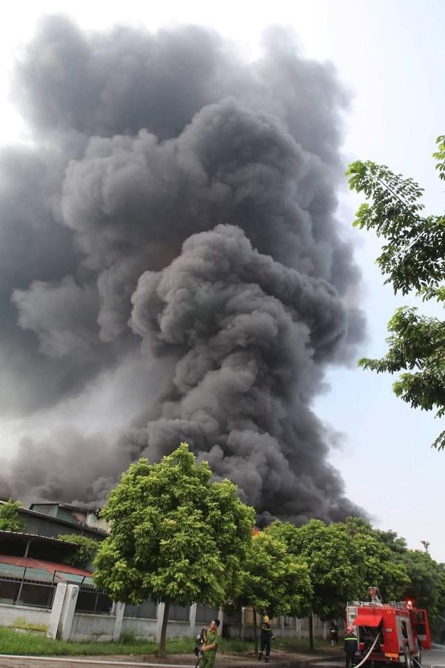 Hà Nội: Cháy lớn gần trung tâm thương mại Aeon Mall Long Biên - 1