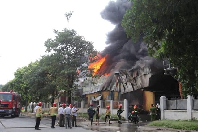Hà Nội: Cháy lớn gần trung tâm thương mại Aeon Mall Long Biên